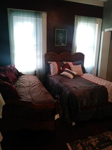 Cozy bedroom in huge Victorian right off Broadway