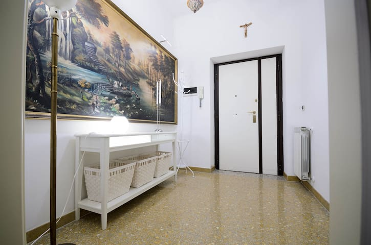 L'ingresso dell'appartamento.