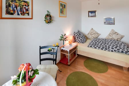 Beautiful bright room, 8th Floor (with lift) - München