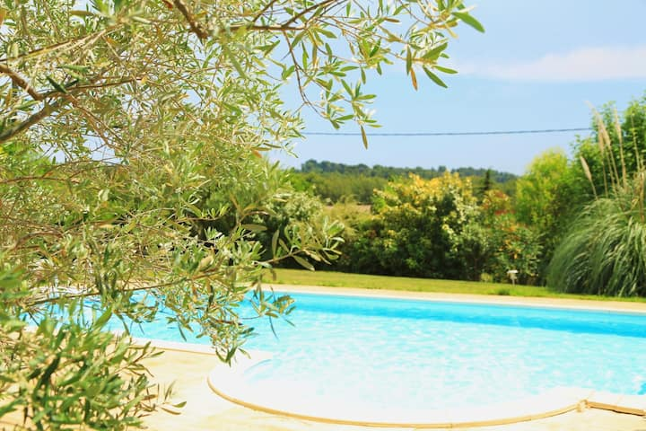Very sunny flat with swimming pool