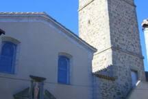 le village de ginestas, son église tour