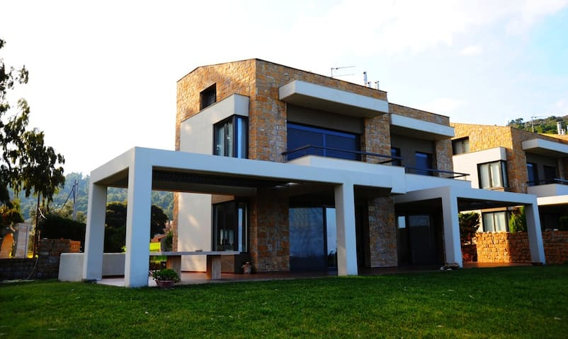 Villa Oneiria-Elegance and Luxury in Halkidiki - Paliouri - House