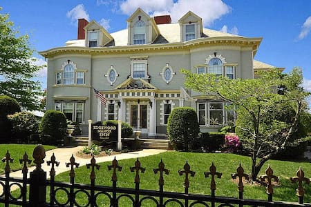 Edgewood Manor Inn - Cranston - Bed & Breakfast