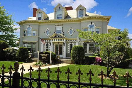 Edgewood Manor Inn - Cranston