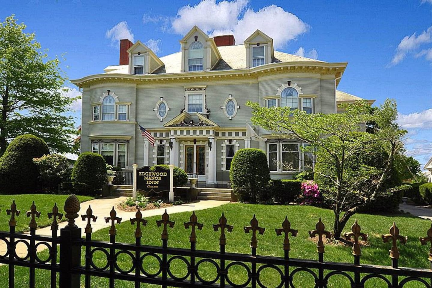 1905 Greek Revival Mansion  Edgewood Manor INN  awaits you.