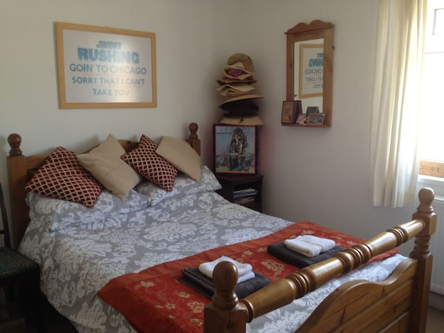 Bright double room in town centre - Bridport - Lejlighed