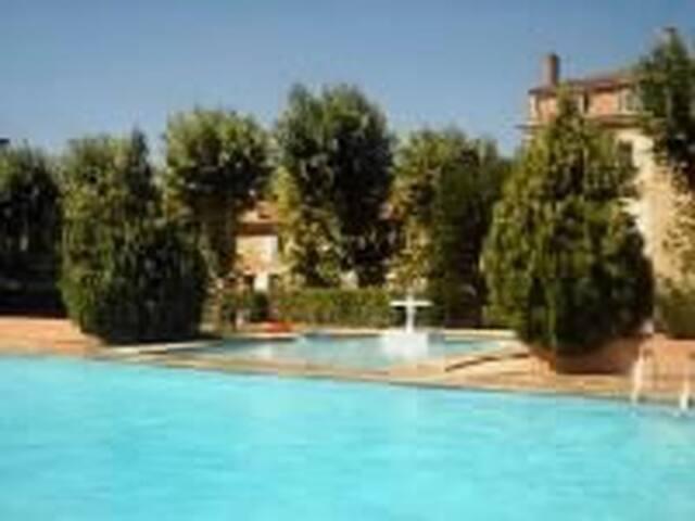 appartement dans mas avec piscine