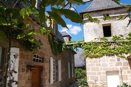 Belle maison de Campagne fin 18ème - Chasteaux - Hus