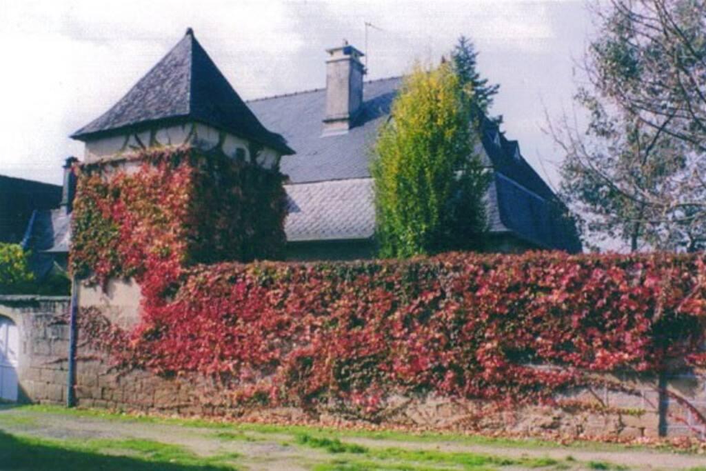 Vue de la maison depuis la placette du village