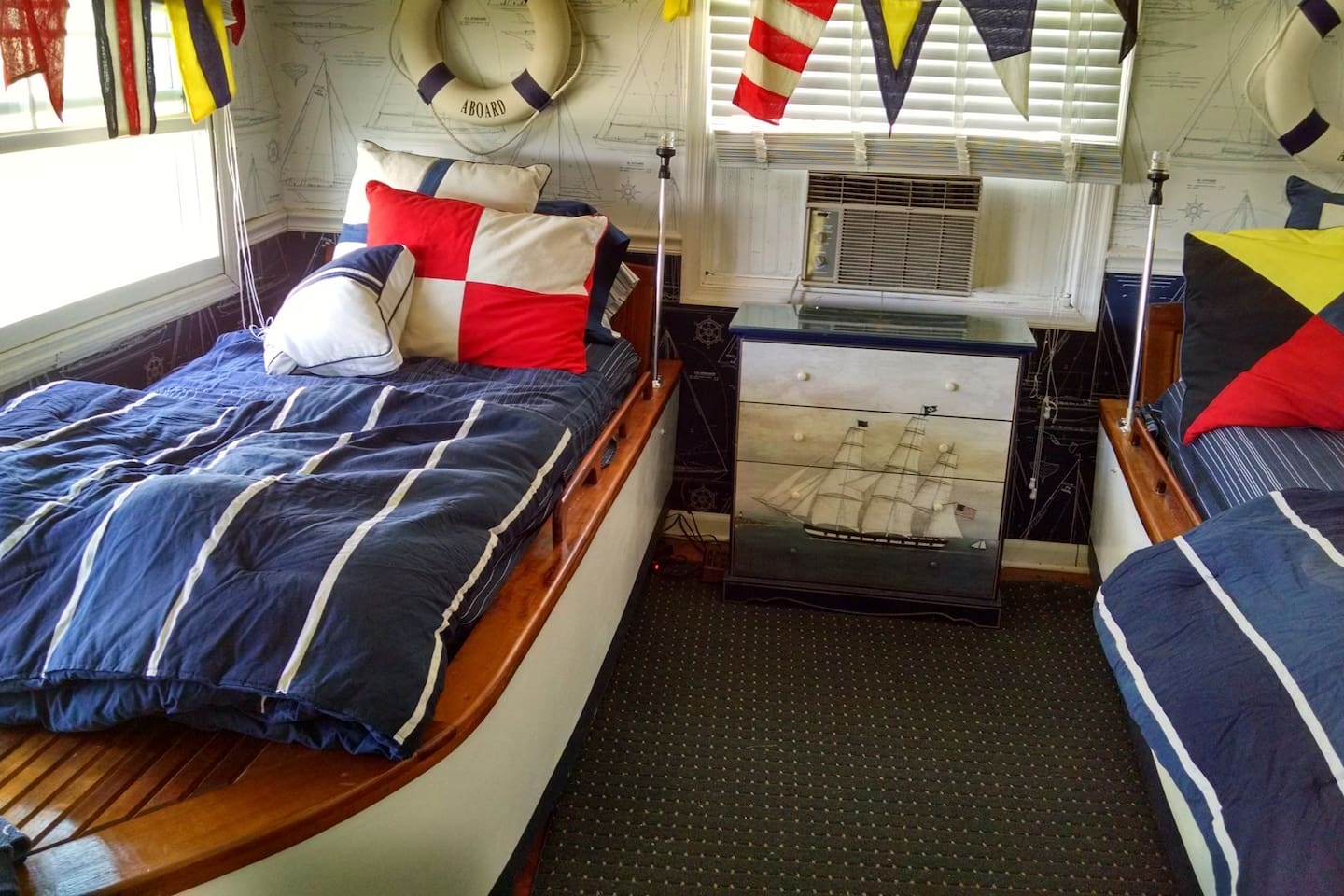 Boat bedroom with twin bed speed boats with running lights