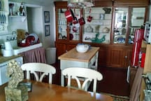 Charming waterfront 2 BR cottage