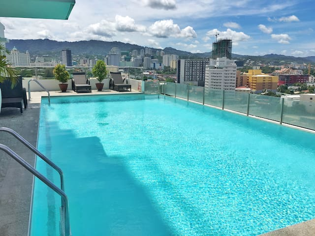 Skyline Infinity Pool at the 17th floor.