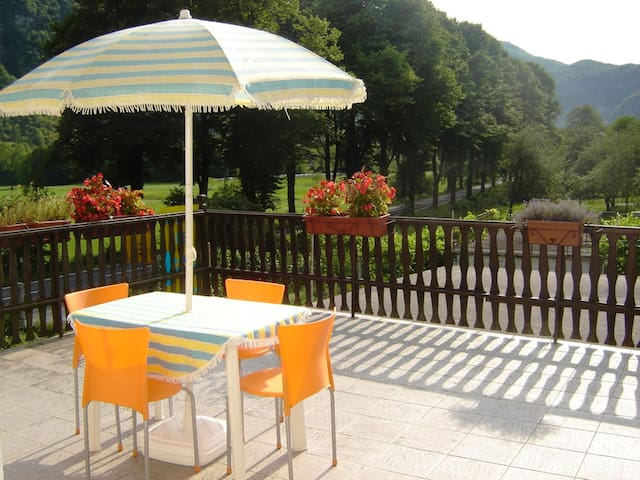 Apartment Žonir with large terrace - Staro Selo - Apartamento