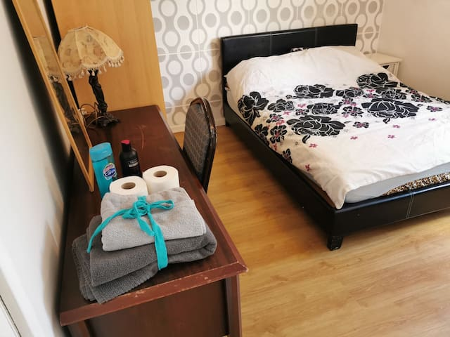 Private Double Room/1 mile to Jewellery Quarter/ 4