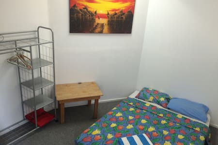 Bright private double room, share living/workspace - Canterbury