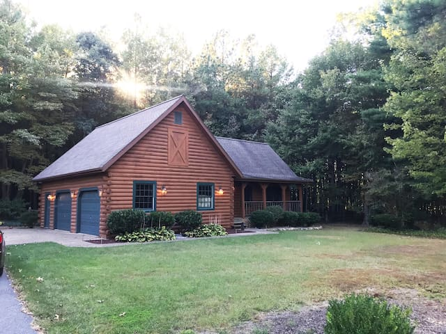 Quiet, peaceful and private Shenandoah Log Cabin
