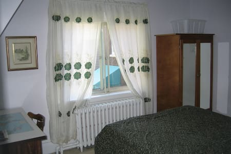 Bright, clean, minutes to Beach - Toronto - Bed & Breakfast