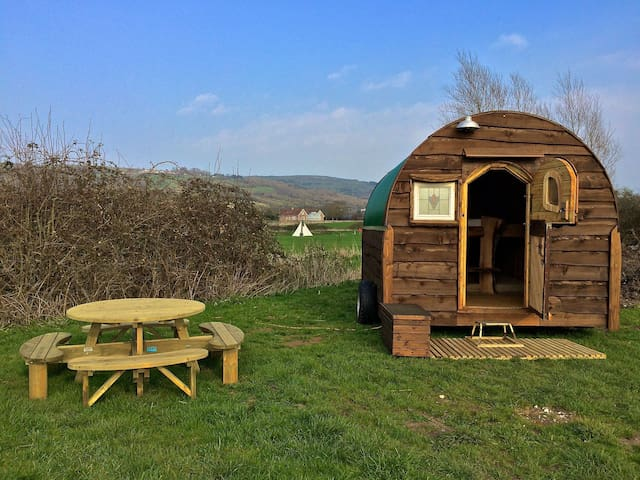 Unique Hand Built Shepherds Hut 3 - Cheddar - Hut