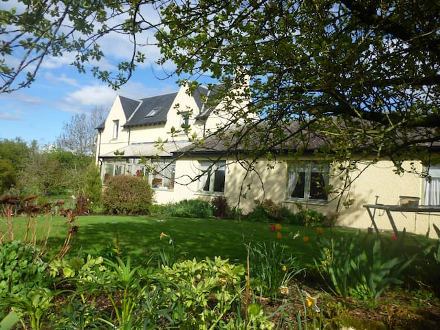 Lovely farmhouse bed and breakfast - Selkirk - Bed & Breakfast