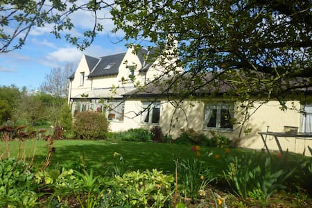 Lovely farmhouse bed and breakfast - Selkirk