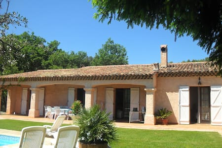 villa spacieuse et sa piscine privé région PACA - Cabasse