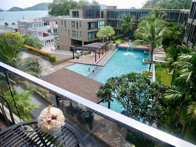 89/174 Seaview Condo, Free carparking & kitchen