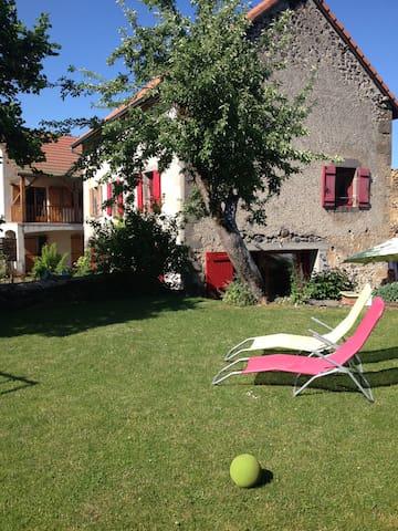 Belle maison à coté de Vulcania - Saint-Ours - Casa