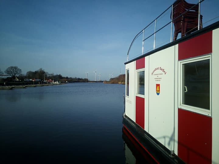 Houseboat Lodge for up to 6 Persons