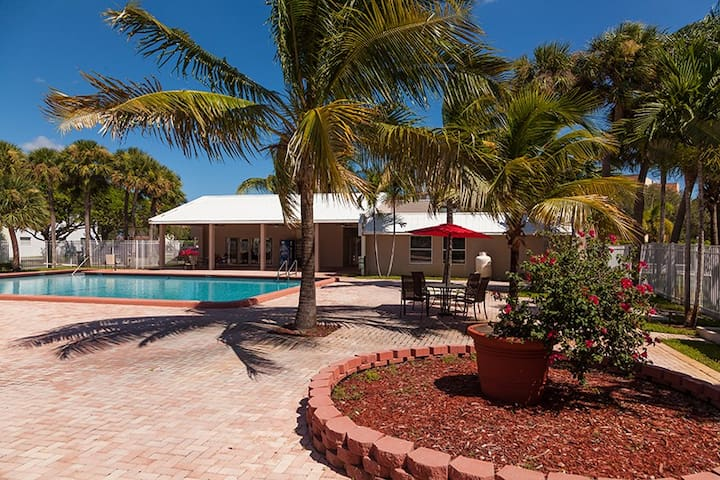 1BD 1 BA Sunny Condo Pool Gym WIFI BAGELS & TEA - West Palm Beach - Apto. en complejo residencial
