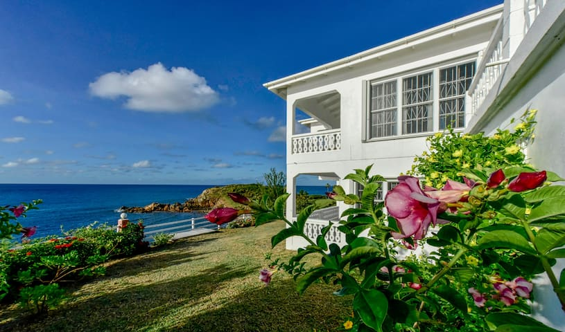 Stunning Oceanfront 2 bedroom home - Old Road Village  - House