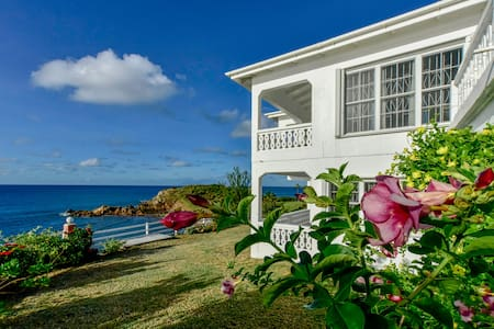 Romantic, Stunning Views, Oceanfront 3BD/3BTH Home