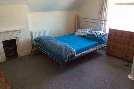 Enormous room in Bedford - Bedford - Дом