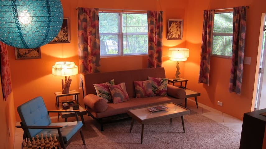 Beautiful Retro Style  Hideaway - Bonita Springs - Apartmen