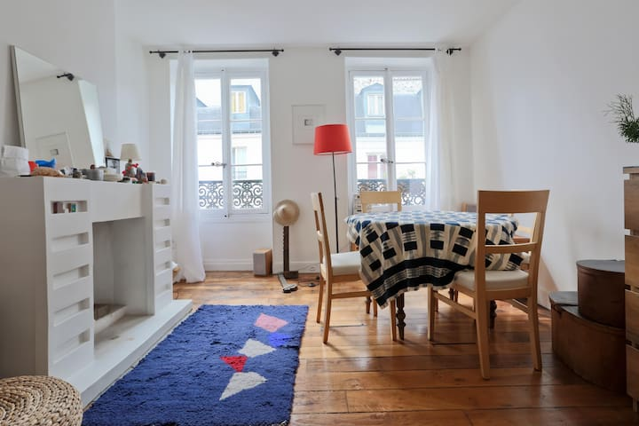 Bright and quiet living room
