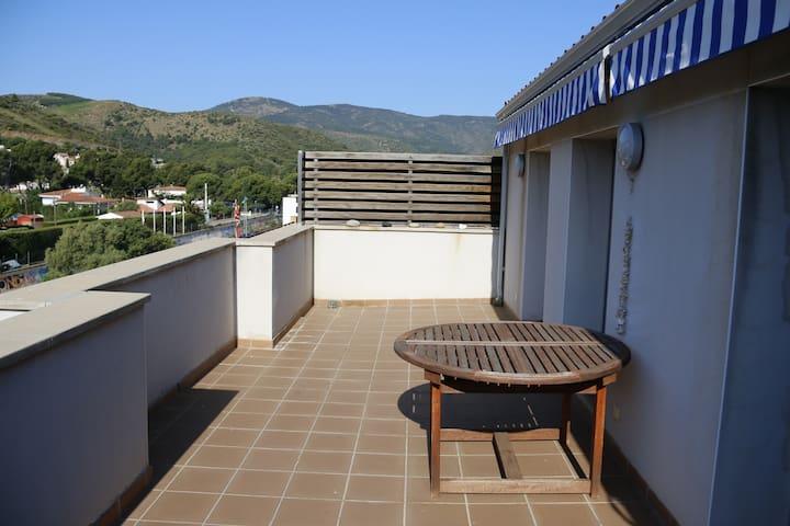 ático 45m2 de terraza a 5min playa - Colera - Lägenhet