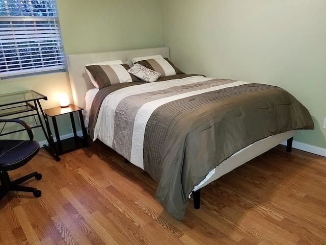 Cozy Queen BR Middle of Everything! Augusta GA