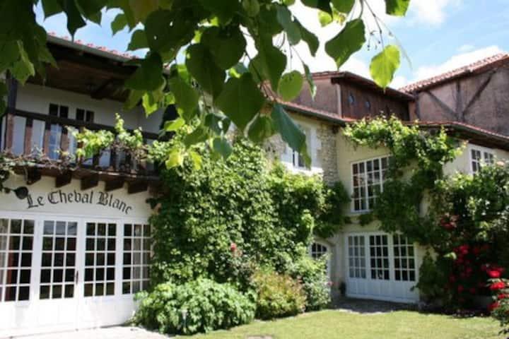 Family home & pool in Dordogne