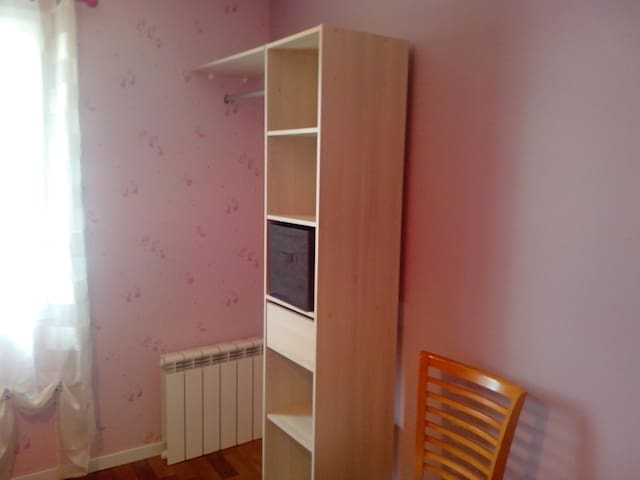 chambre 15 mn gare en bus 13m2. 30mn from Paris - Creil - บ้าน