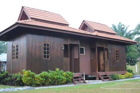 Homestay Al-Hanah - Bestari Jaya - Dům