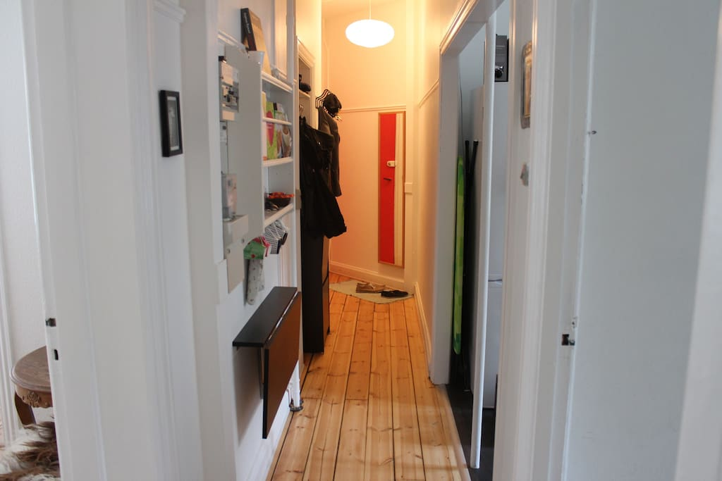 Hall, open into the charming and modern kitchen. Including a flap-table for dining.
