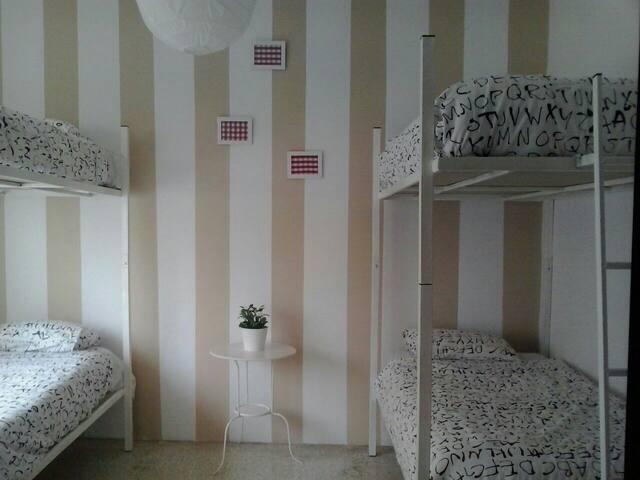 SHARE ROOM 9€ PER PERSON PER NIGH!!!! - Is-Swieqi - House
