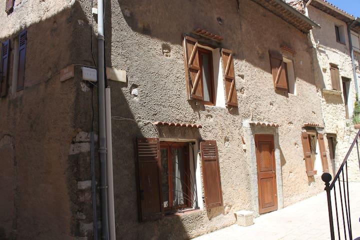 Maison de famille - Régusse - Casa