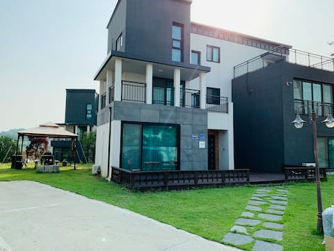 Branch House # 3 Floor Large Private Lodge (82 sqm) # 5 Rooms # 5 Separate Bathrooms (Bathtub) # New Paper View # Kids Room # Barbecue