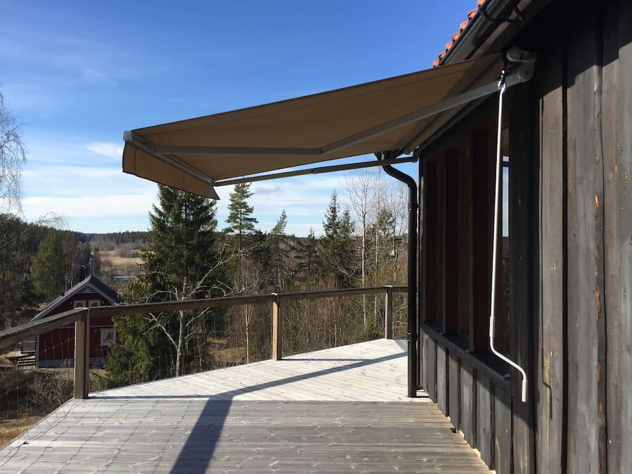 A nice, large veranda. Sun-blinders.