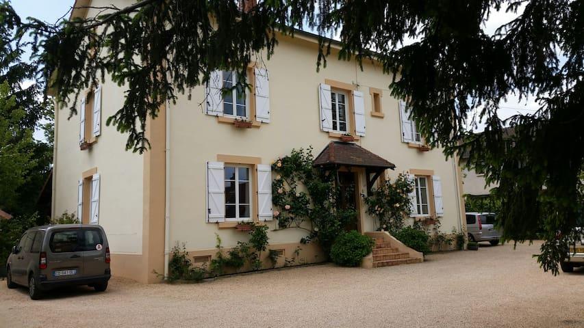 Chambre calme 20 m²,  lit 140 x 200 - Paray-le-Monial - Haus