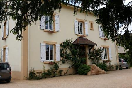 Chambre calme 20 m²,  lit 140 x 200 - Paray-le-Monial