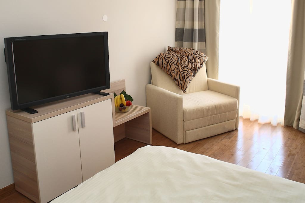 Flatscreen TV and great Wi-Fi reception in each room!