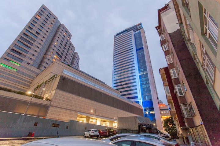 Central flat 2 mins walk to metro