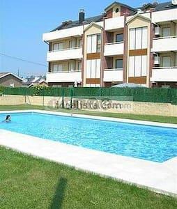 Bonito dúplex con jardín y piscina - Suances