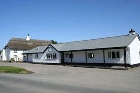 Spacious 2 bed caravan on quiet site Bude Cornwall - Cornwall